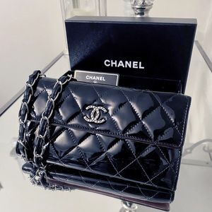 🔥Chanel quilted patent leather long WOC🔥